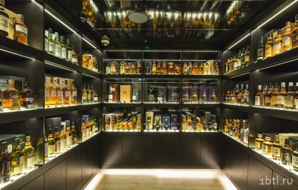 Полки с элитным алкоголем