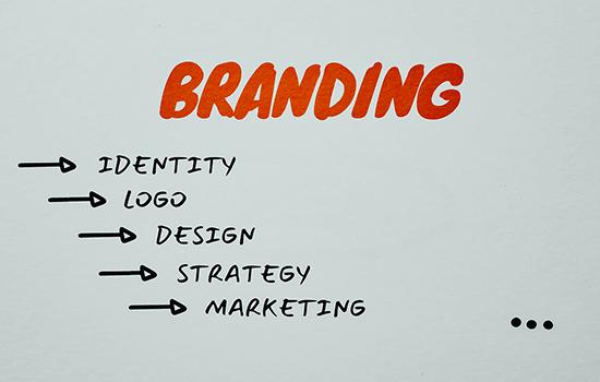 Как крупные бренды привлекают в рекламу простых людей?